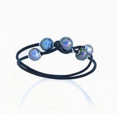 4 perles de Tahiti de couleur et de qualité diverse aux teintes vertes, aubergines, et bleu gris associées à l'argent 925 Kara plus d'infos sur : http://www.desagneaux-createur.com/fr/creations/multitude-de-perles-de-tahiti-fantaisie/