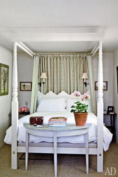 Charming tiny bedroom ~ designer Veere Grenney home