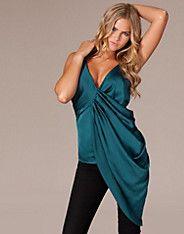 Celine Assymetric Top - Cover - Groen - Tops - Kleding - NELLY.COM Mode online
