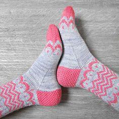 Knitting Stockinette Stitch With Circular Needles : Chevron socks in pink, white and grey piipadoo knits Pinterest Harmaa,V...