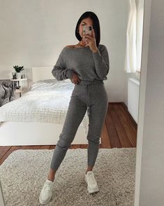 Best Picture For lazy outfits hipster For Your Taste You are looking for something, and it is going Cute Comfy Outfits, Chill Outfits, Sporty Outfits, Casual Winter Outfits, Sporty Style, Winter Fashion Outfits, Mode Outfits, Spring Outfits, Trendy Outfits