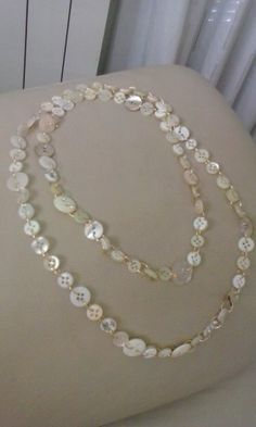 """Questa è la mia prima collana """"fai da te"""" con bottoni di madreperla e piccoli anelli dorati. Roby"""