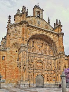 San Esteban (donde me casé).Espectacular. Amazing Buildings, Spain And Portugal, Chapelle, Historical Architecture, Place Of Worship, Travel Light, Kirchen, Spain Travel, Oh The Places You'll Go