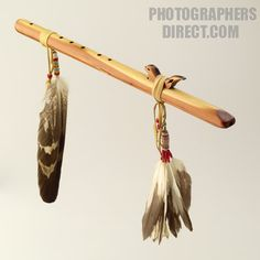 Native American flute. Native American Songs, Native American Decor, Native American Fashion, Native American Indians, Cherokee Indians, Native Flute, Indian Music, Indian Crafts, Nativity