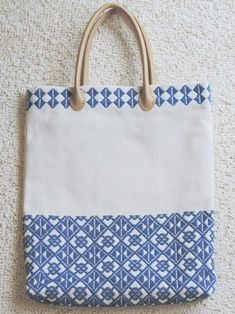 The Beauty of Japanese Embroidery - Embroidery Patterns Sashiko Embroidery, Learn Embroidery, Japanese Embroidery, Embroidery Stitches, Embroidery Ideas, Japanese Quilts, Embroidered Bag, Guitar Art, Bargello