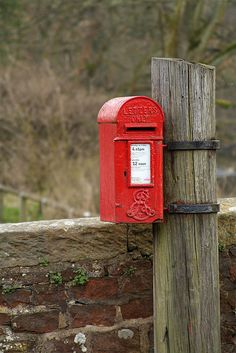 Edwardian post box (LA2 120) beside the Punch Bowl Hotel, Low Bentham, N.Yorkshire, UK. Edward VII only reigned from 1901 until 1910, but it's possible to isolate the date of this lamp box's manufacture still further, as the Royal Cypher was apparently only used from 1905.
