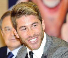 Numerosos familiares y amigos apoyan a Sergio Ramos en la presentación de su primer libro #futbolistas #famosos #deportistas