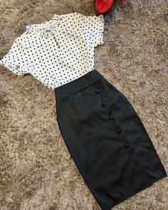 Espaço CC Moda Modesta 👗 Casual Work Outfits, Professional Outfits, Work Attire, Modest Outfits, Skirt Outfits, Cute Outfits, Winter Fashion Outfits, Work Fashion, Denim Fashion