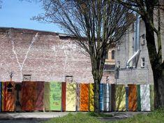 Sichtschutz Gartenzaun Auf Bunt Lackierten Türen