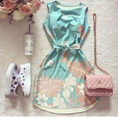 Mais alguém amou esse vestido? @loucaportenis_ @lojasdecalcados 👟 • • • • •  #modaevangelica #ccbmocidade #mulheresevangelicas #modagospel… Teen Fashion Outfits, Cute Fashion, Look Fashion, Outfits For Teens, Girl Fashion, Girl Outfits, Casual Outfits, Cute Outfits, Fashion Design