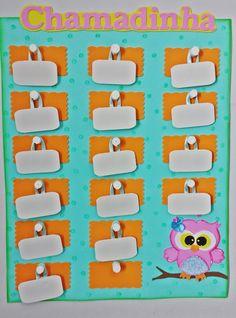Vamos deixar sua sala de aula mais bonita divertida com esta linda chamadinha de corujinha seus alunos vao amar. cores a escolha do cliente Recycled Art Projects, Recycled Crafts, Diy And Crafts, Crafts For Kids, Paper Crafts, Bear Crafts Preschool, School Bulletin Boards, Prayer Board, School Decorations