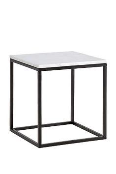 Sohvapöytä/sivupöytä, jonka pöytälevy marmoria ja runko metallia. Koko 50x50 cm.