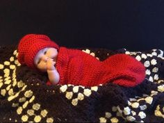 FREE Crochet Pattern tutorial: How to Crochet Simple Easy Newborn Infant Cocoon. A great quick easy gift idea for a new baby when combined with the Easy Newborn Crochet Hat pattern tutorial! Baby Knitting Patterns, Crochet Baby Cocoon Pattern, Baby Blanket Crochet, Knitting Ideas, Crochet Gratis, Free Crochet, Easy Crochet, Crochet Cable Stitch, Baby Bunting