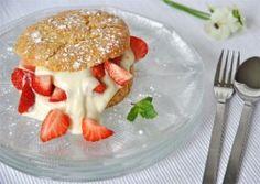 Scones met aardbeien en witte chocolade-yoghurt cr