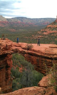 Devil's Bridge Hike  (Sedona, Arizona) -- about 1.4 mile hike w/ 300 feet elevation climb, beautiful view.