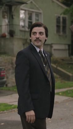"""Oscar Isaac as Nick Wasicsko in HBO's """"Show Me a Hero"""" (2015) Show Me A Hero, Oscar Isaac, Handsome Actors, Tv, Television Set, Television"""