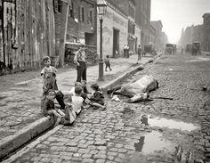 Dead Horse Surrounded by Children on NYC street (Library of Congress LC-D401-13645 DLC) via http://haroldberube.com/2013/09/18/histories-of-urban-animals-in-canada/