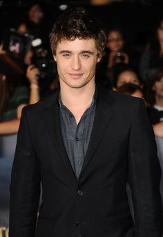 Celebrity Gossip & News | 26 Pictures of Max Irons Looking Utterly Adorable | POPSUGAR Celebrity UK Photo 12