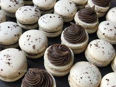 Oreo makronky - Víkendové pečení Macaroons, Mini Cupcakes, Cheesecake, Baking, Desserts, Food, Oreo, Blue Prints, Macaroni