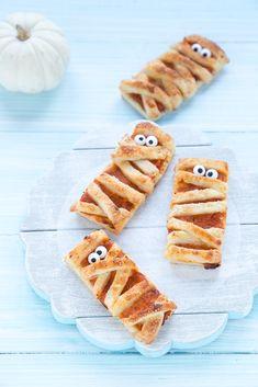 Ricetta Halloween-mummie pasta sfoglia e zucca-Mummy puff pastry pumpkin Halloween Treats, Halloween Party, Halloween 2019, Party Buffet, Baby Food Recipes, Bakery, Food And Drink, Pumpkin, Yummy Food