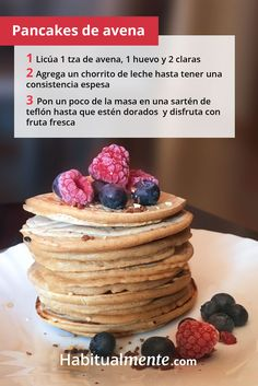 A simple and delicious recipe: oat pancakes ideal for brunch! Pancakes No Milk, Greek Yogurt Pancakes, Cinnamon Roll Pancakes, Low Carb Pancakes, Chocolate Chip Pancakes, Easy Smoothie Recipes, Easy Smoothies, Good Healthy Recipes, Snack Recipes