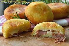 Bombe di patate ricetta veloce buonissime golose e sofficissime, io le ho farcite con prosciutto crudo e provola e vi assicuro che sono ottime
