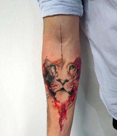 tatuaż lwa na przedramieniu