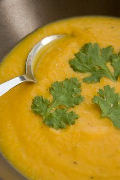 מרק ארטישוק ירושלמי ובטטה סמיך, קטיפתי ומתקתק. מרק בטטה-שוק טבעוניות נהנות יותר