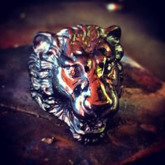 Silver lion head ring with brown diamonds eyes