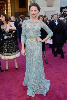 Todas las imágenes de celebrities y alfombra roja de los Oscars 2013: Alicia Vikander de Elie Saab Alta Costura