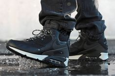 Last year, Nike Sportswear created the Sneakerboot edition of the Air Max This year go one step further and higher with the Air Max 90 Winterized Sneak Air Max Sneakers, Sneakers For Sale, Slip On Sneakers, Sneakers Design, Nike Air Max, Air Max 90, Skate Wear, Nike Roshe Run, Sneaker Boots