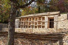 Le rucher en pierre sèche de La Combe à la Serpent à Bèze (Côte-d'Or) - Christian Lassure