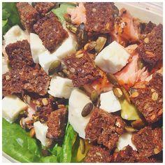 """Salat i ☀️ med @sabrinaparsum ❤️ #salat #salad #dinner #lunch #aftensmad #frokost #sund #sundhed #health #healthy #food #mad #sundmad #fitfood #inspiration #fit #fitness #træning #training #protein #gains #fitfam #fitfamdk #motivation #fitspo"" Photo taken by @antoniamaria.blog on Instagram"