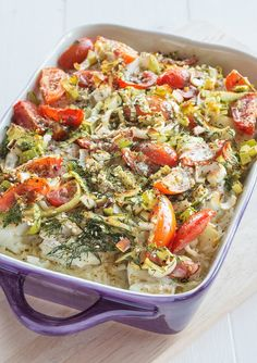 Oven baked cod with rice, tomatoes and leek. Cod Recipes, Fish Recipes, Cooking Recipes, Norwegian Food, Danish Food, Recipe For Mom, I Foods, Food Inspiration, Pasta Salad