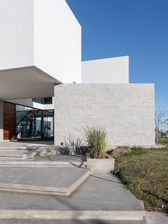 Barrionuevo Villanueva Architects designed this minimalist residence located in Tigre, Buenos Aires, Argentina, in Take a look at the complete story Concrete Architecture, Contemporary Architecture, Contemporary Homes, Archi Design, Architect Design, House Names, Ground Floor Plan, Building Exterior, Facade House
