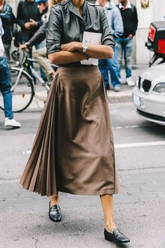 Long skirt for busy fashionable days.