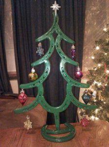 Sorprendentes árboles de Navidad hechos con herraduras de caballo