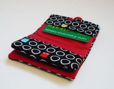 porte cartes ouvert Clutch Pattern, Diy Bags Purses, Pouch, Wallet, Loom Knitting, E Design, Sunglasses Case, Projects To Try, Coin Purse