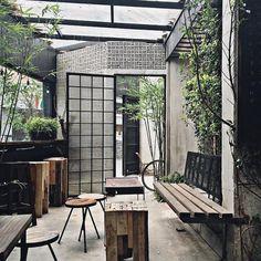 Viet Travel Magazine: A peaceful time at Nomad Café Outdoor Cafe, Outdoor Restaurant, Cafe Restaurant, Restaurant Design, Cafe Shop Design, Coffee Shop Interior Design, House Design, Mini Cafe, Deco Design