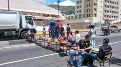 Así fue la protesta hoy #26M en el Iutirla de Maracay pic.twitter.com/EQEBm480rd (vía @trafficVALENCIA - @PrensaMCM)