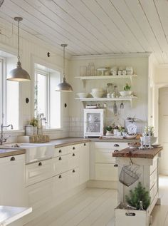 Check it out No floating shelves and maybe a medium wood floor rather than white. I love how open this looks for a small kitchen. The post No floating shelves and maybe a medium wood floor rather ..