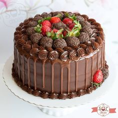 I just wanna keep looking at it 😍👩🍳 Such a pretty cake 🍰 - Drip Cakes - Bolo Birthday Cake Decorating, Cake Decorating Tips, Cake Recipes, Dessert Recipes, Drip Cakes, Sweet Cakes, Pretty Cakes, Yummy Cakes, No Bake Cake