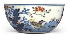 A WUCAI 'CHICKEN' CUP, QING DYNASTY, 18TH CENTURY Art Nouveau, Blue Bowl, Japanese Porcelain, Kintsugi, Chinese Antiques, Porcelain Vase, Vintage China, Chinese Art, Chinoiserie