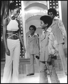 Diana Ross and Michael Jackson and his brothers.The Jackson Five Janet Jackson, The Jackson Five, Jackson Family, Jackie Jackson, Diana Ross, Mode Disco, Musica Disco, Photo Star, The Jacksons