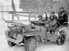 jeep Medical Detachment us, 119 em Infantry Regiment (30èm inf div) pr ^ to go pick up your wounded. a sledge ski was attached to the front of the vehicle, Ardennes, Belgium in January 1945.