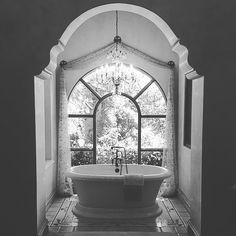 Cheers to the weekend 🎉🍷💦 #vincethebuilder #interiordesign #details #homedesign #houzz #luxuryhomes #the_real_houses_of_ig #inspire #diy #architecture #hgtv #like #l4l #landscape #bath #bathroom #chandelier #ceiling #inspiration #luxurydesign #abc15 #interior123 #decorideas #builder #inspire #dream #bathtime #luxuryrealestate #realestate #dreamhome