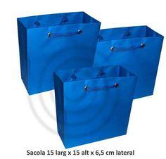 Sacola em papel cor azul turquesa  tamanho 15 larg x 15 alt x 6,5 cm lateral    Acabamento:  Reforço no fundo  Alça de cordão de nylon  ilhós  Ideal para lembrancinhas de nascimento, aniversário etc.