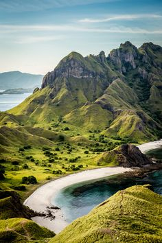 Rinca, Padar, and Komodo Islands make up the stunning World Heritage Site, Komodo National Park! View the elusive, rare Komodo dragon in its natural habitat on your trip to Indonesia Komodo National Park, National Parks, Medan, The Places Youll Go, Places To Go, Java, Places To Travel, Travel Destinations, Travel Tips
