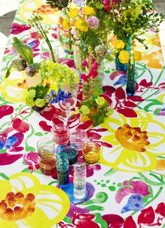 Ursula fabric / Design by Paavo Halonen for Marimekko / Sukat makkaralla glasses / Design by Anu Penttinen for Marimekko Finland Marimekko, Textile Design, Fabric Design, Pattern Design, Textures Patterns, Print Patterns, Spring Tablecloths, Textiles, Dream Decor