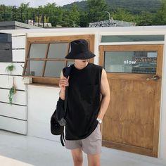 Korean Summer Outfits, Korean Casual Outfits, Stylish Mens Outfits, Korean Fashion Summer Casual, Tokyo Street Fashion, Korean Street Fashion, Style Grunge, Soft Grunge, Asian Men Fashion